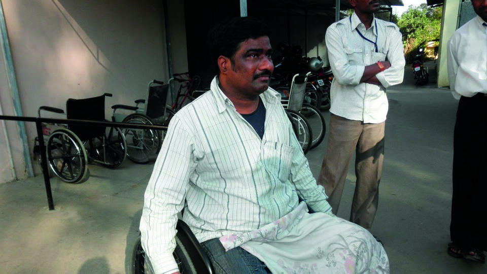 Don de fauteuils roulants en Inde